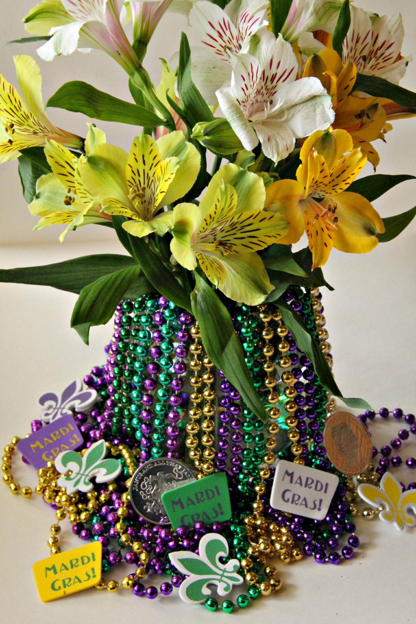 Low prices on Mardi Gras centerpieces at Oriental Trading. Mardi Gras table centerpieces in different styles to help add a touch of New Orleans to your Mardi Gras decorations.